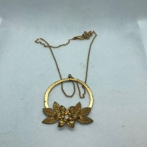 VTG Floral w/rhinestones Pendant in gold tone